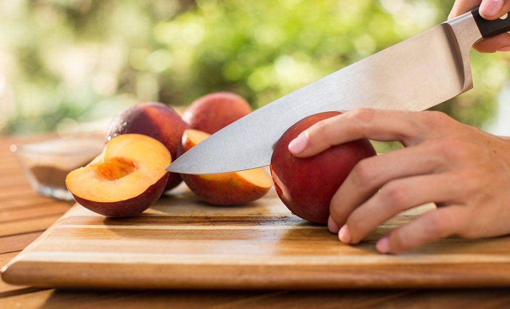 KFD_grilledfruit_pineapple_peach_banana_fig_slicing_0061