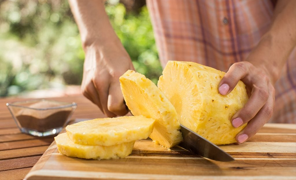KFD_grilledfruit_pineapple_peach_banana_fig_slicing_0118